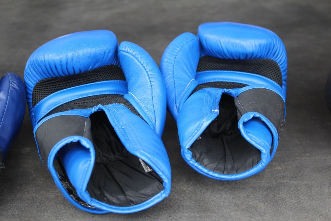 how-to-wash-clean-deodorize-boxing-gloves